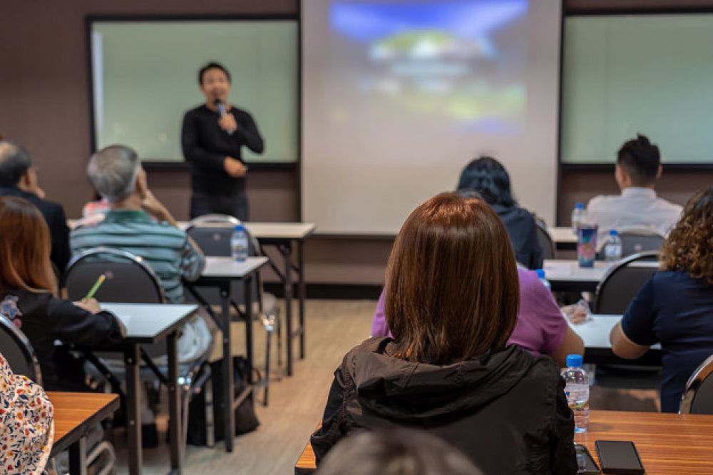 Comparing Two Courses with the TEFL Method | ITTT | TEFL Blog