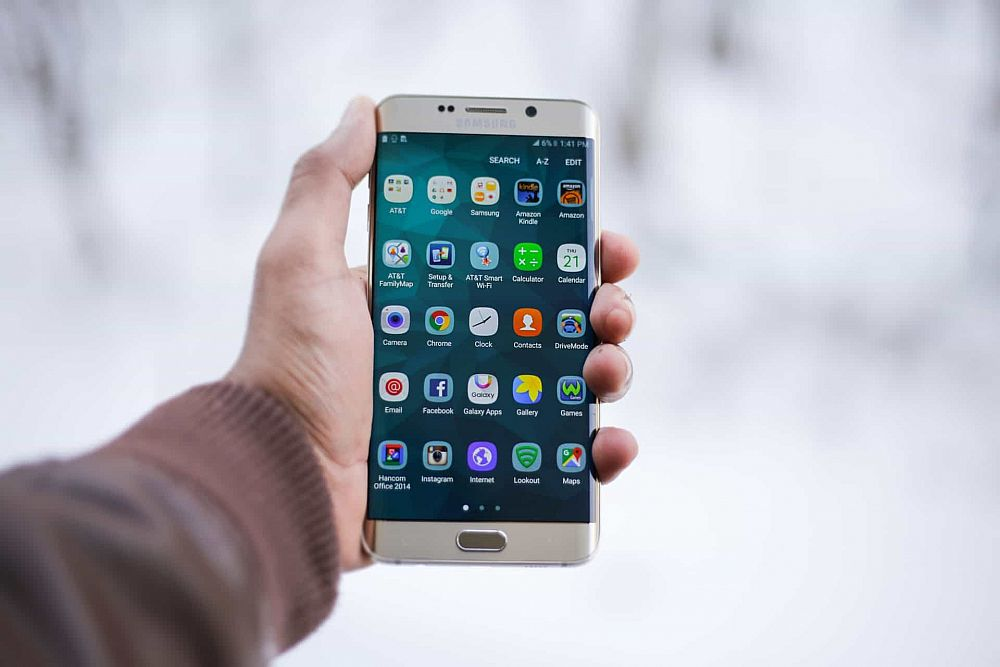The Best Apps to Have on Your Phone While Teaching English Abroad | ITTT | TEFL Blog