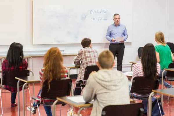 5 Ways How Teacher Can Benefit From Teaching a Large Classroom | ITTT | TEFL Blog